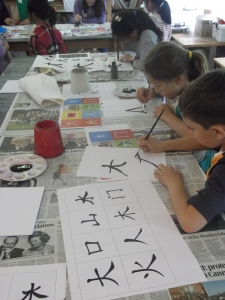 The students practised many different Chinese letters.