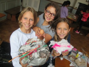This team used a lot of newspaper to protect their egg.